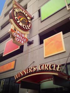 Hoosier-Park-Winner's-Circle-Blade-Sign