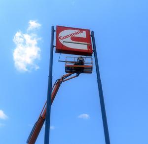 cummins-pylon-sign-external-illumination-flex-face-printed-graphic-hilliard-ohio