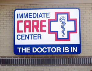 illuminated-sign-cabinet-immediate-care